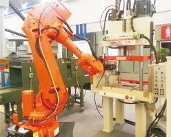 自动化机械臂金属切边机